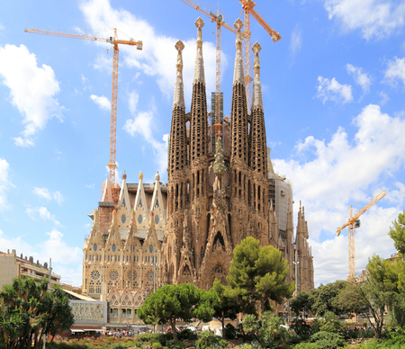 barcelona cathedral: BARCELONA, SPAIN - AUGUST 9, 2015: Sagrada Familia basilica in Barcelona. The Antoni Gaudi masterpiece has become a UNESCO World Heritage Site in 1984.