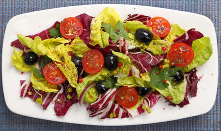 radicchio: Salad with radicchio, lettuce, tomatoes and black olives Stock Photo