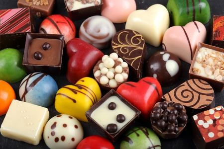 truffe blanche: Assortment of sweet confectionery with chocolate candies and pralines.