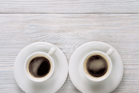 cope: Two cups of coffee with foam on a white wooden table. Top view. Cope space.