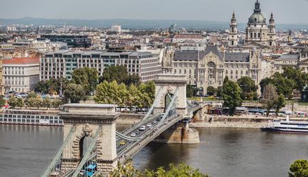 Budapest city landscape, bridge across dunau, view from Gellert Hill 版權商用圖片 - 121263296
