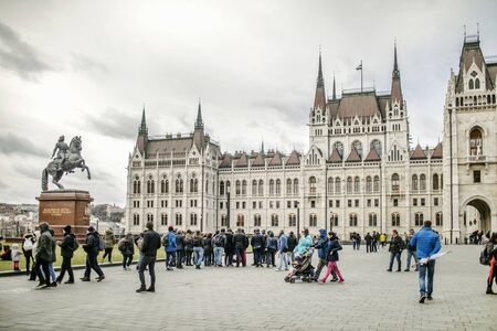 BUDAPEST, HUNGARY - 24 August, 2018: View on the Laos Kosut Square and Hungarian Parliament Building near the monument to the Prince Ferenc II Rakoczi Editoriali