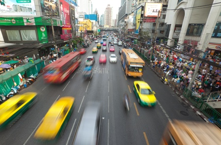BANGKOK - 14. Januar. Business-Stau am 14. Januar 2012 in Bangkok, Thailand. Selbst mit verbesserter öffentlicher Verkehr, Staus ist immer noch ein Problem.