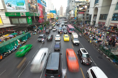 BANGKOK - 14. Januar. Business-Stau am 14. Januar 2012 in Bangkok, Thailand. Selbst mit verbesserter �ffentlicher Verkehr, Staus ist immer noch ein Problem.