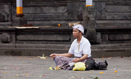 hindus: BALI - JANUARY 22. Balinese pilgrim at Mother Temple in Besakih on January 22, 2012 in Bali, Indonesia. Most Balinese hindus make a yearly pilgrim to the mother of all temples.