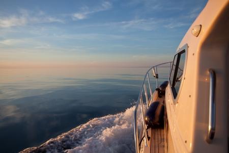 Big Game Fishing Boot auf ruhiger See Lizenzfreie Bilder