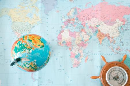 Globo mappa politica del mondo su uno sfondo sfocato Archivio Fotografico - 75004126