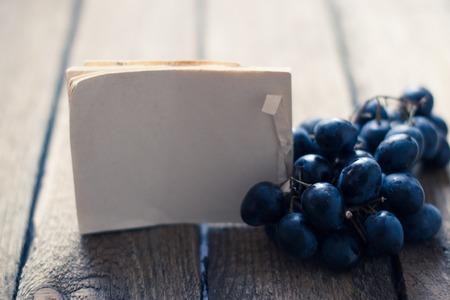 Druiven tag houten achtergrond Stockfoto