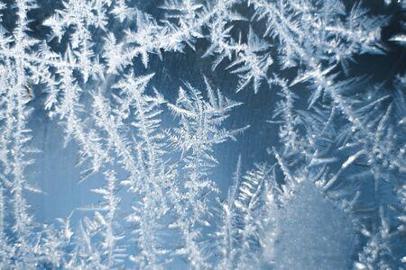 Frosty patterns on the frozen window are macro. Winter background. 版權商用圖片