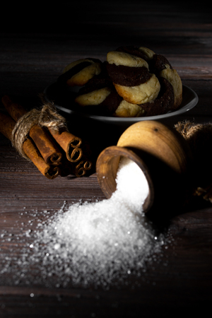 Cookies and barrel small with sugar on a dark wooden background. Stok Fotoğraf - 122674919