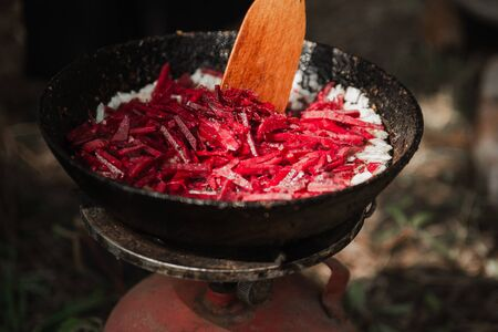 Cooking borsch in the fresh air on a fire in nature. Archivio Fotografico - 149592255