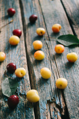 Fresh homemade ripe cherries on a wooden old background. Summer still life. Banque d'images