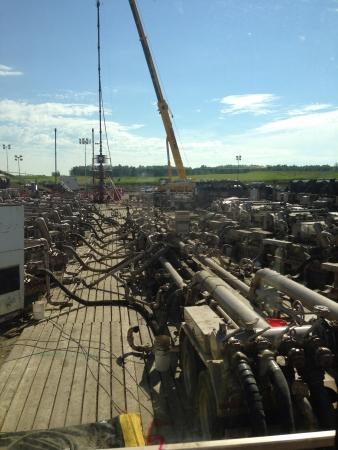 yacimiento petrolero: El fracturamiento hidráulico Foto de archivo