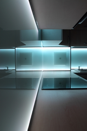 led lighting: cocina de lujo moderno, con iluminaci�n por led blanco