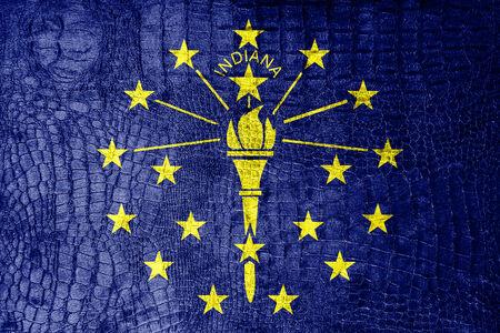 identidad cultural: Bandera del estado de Indiana de lujo pintada en textura de cocodrilo Foto de archivo