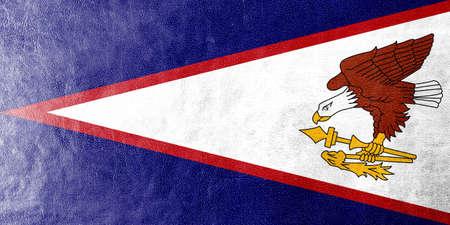 identidad cultural: Bandera de Samoa Americana pintada en textura de cuero Foto de archivo