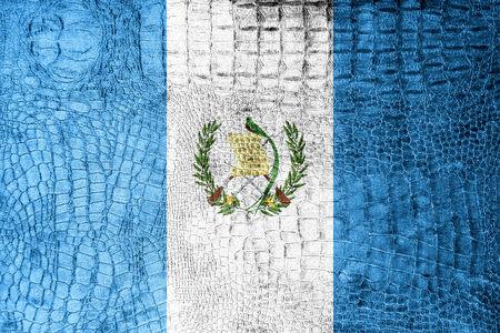 bandera de guatemala: Bandera de Guatemala pintada en textura de cocodrilo de lujo