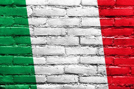 イタリアの国旗は、レンガの壁に描かれました。