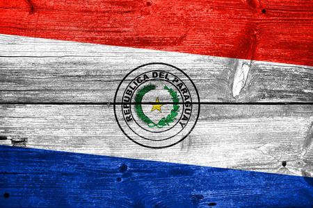 bandera de paraguay: Bandera de Paraguay pintado en vieja textura de tabl�n de madera