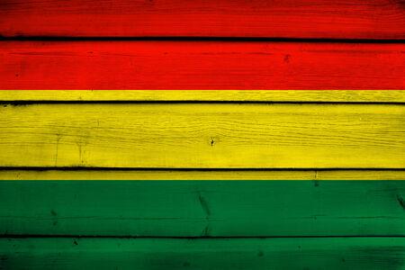 bandera de bolivia: Bandera de Bolivia sobre fondo de madera