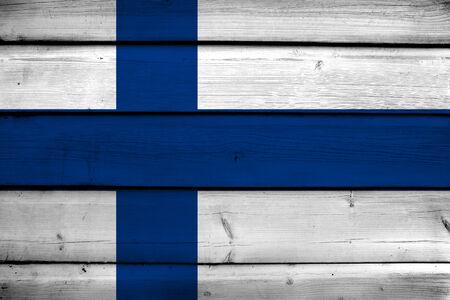 bandera de finlandia: Bandera de Finlandia en el fondo de madera Foto de archivo