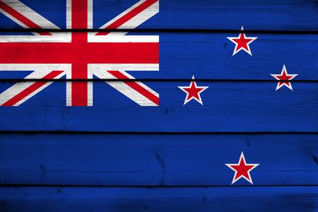 bandera de nueva zelanda: Bandera de Nueva Zelanda en el fondo de madera