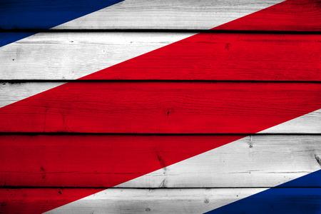bandera de costa rica: Bandera de Costa Rica en el fondo de madera Foto de archivo