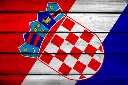 bandera croacia: Bandera de Croacia en el fondo de madera