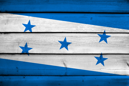 bandera de honduras: Bandera de Honduras en el fondo de madera