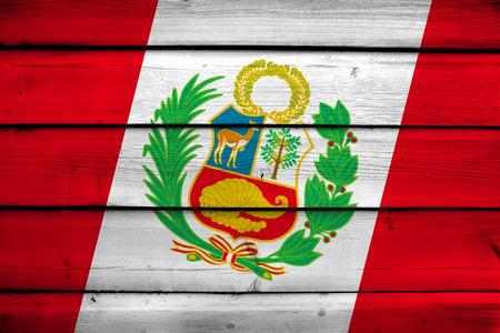Vlag van Peru op houten achtergrond