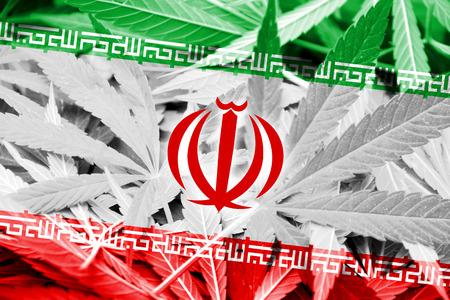 middle joint: Iran bandiera sulla cannabis sfondo. Politica delle droghe. Legalizzazione della marijuana Archivio Fotografico
