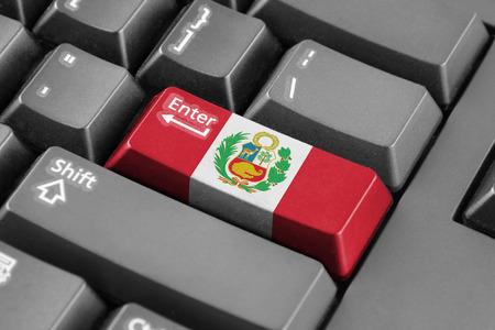 bandera de peru: entra en el botón con la bandera de Perú Foto de archivo