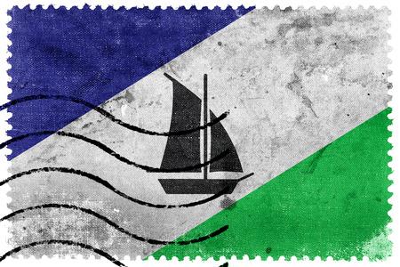 bandera chilena: Bandera de Puerto Montt, Chile, viejo sello postal Foto de archivo