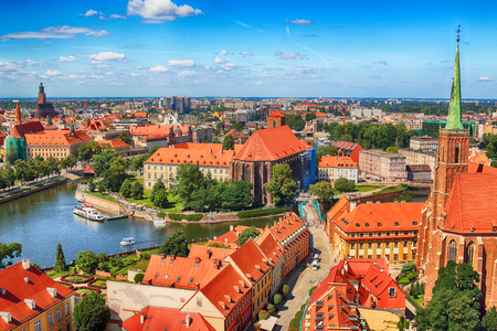 WROCLAW, POLAND - JULY 29, 2017: Aerial view of Wroclaw. Old Town and Cathedral Island (Ostrow Tumski) is the oldest part of the city. Odra River, boats and historic buildings on a summer day. Publikacyjne