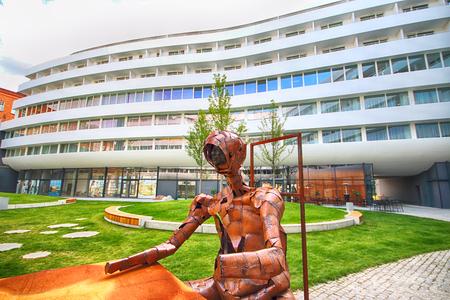 브로츠와프, 폴란드 -2011 년 8 월 23 일 : 더블 트리 바이 힐튼 호텔 브로츠와프, 2016 년 8 월 개설, 올드 타운 마켓 광장에서 불과 10 분 거리. 미래 지향적