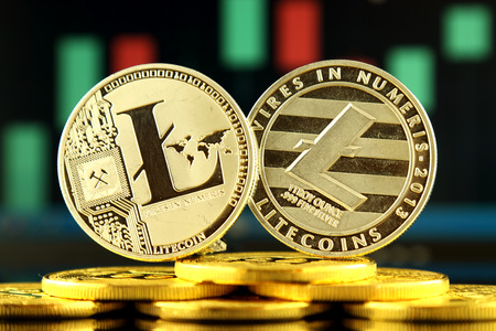 Versión física de Litecoin, nuevo dinero virtual. Imagen conceptual para la criptomoneda mundial y el sistema de pago digital llamada la primera moneda digital descentralizada. Foto de archivo