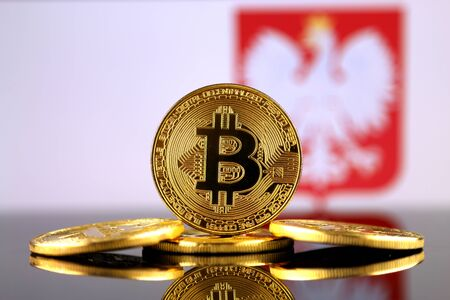 bandera de polonia: Physical version of Bitcoin (new virtual money) and Poland Flag. Conceptual image for investors in cryptocurrency and Blockchain Technology in Poland.