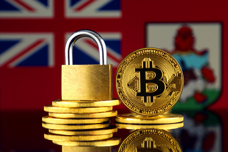 Physical version of Bitcoin, golden padlock and Bermuda Flag. Prohibition of cryptocurrencies, regulations, restrictions or security, protection, privacy. Imagens