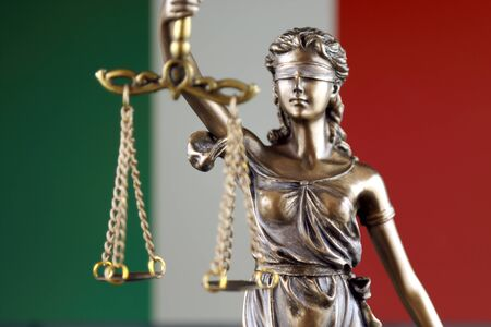 Symbol of law and justice with Italy Flag. Close up. Banque d'images