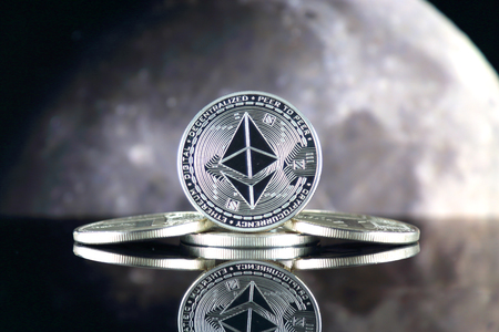 Ethereum (ETH) and the moon. The saying TO THE MOON suggests an increase in the value of cryptocurrencies. Stok Fotoğraf