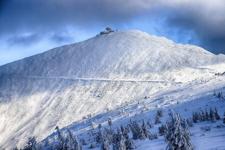 KARPACZ, POLAND - MARCH 08, 2020: Snezka or Sniezka (in Czech and Polish) is a mountain on the border between the Czech Republic and Poland. Winter landscape. Giant Mountains, Poland, Europe. 版權商用圖片