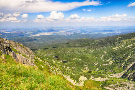 Summer landscape of Sniezne Kotly (literally Snowy Pits, Snowy Cirque, 1175 m above sea level), are two glacial cirques situated in Poland in the Sudetes in the Karkonosze National Park. Banque d'images