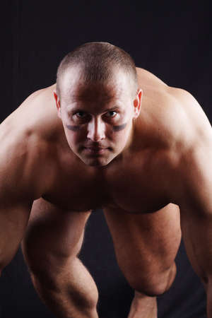 homme nu: Une id�e fantastique pour faire de la publicit� avec les marchandises conception: force, la puissance, l'�nerg�tique, la fiabilit�