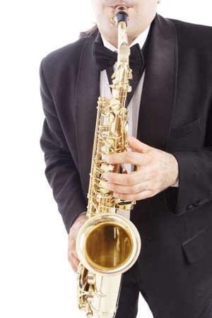 blaasinstrument: Een man spelen zijn blaasinstrument met expressie.
