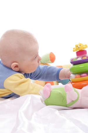 breastfeed: Hermoso beb�. Filmado en estudio. Aislado en blanco.  Foto de archivo