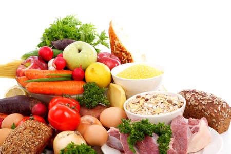 nutriments: Verduras y hortalizas frescas, frutas y otros productos alimenticios. Filmada en un estudio.