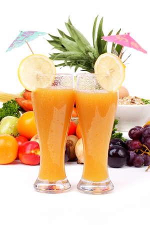 nutriments: Verduras y hortalizas frescas, frutas y otros productos alimenticios. Filmada en un estudio. Foto de archivo