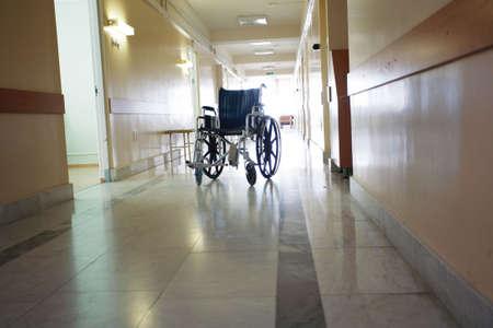 corridoi: Medici stanno lavorando - medicina sfondo. Girato in un ospedale.