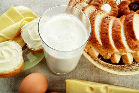 aliments: Produits laitiers denr�es alimentaires. Tourn� dans un studio.