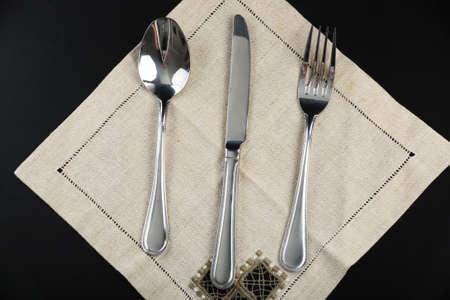 serviette: Lepel en vork, mes op een servet